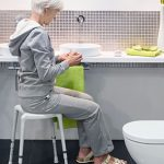 beweglich_Hocker_Badehilfsmittel