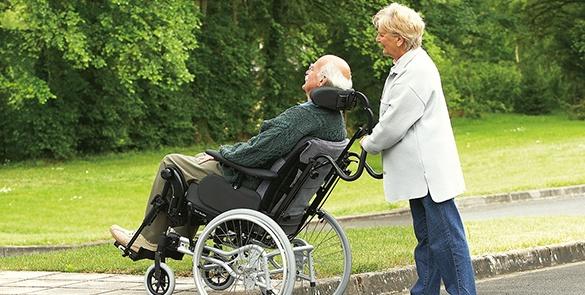 beweglich_Rollstuhl_manuell_Senioren